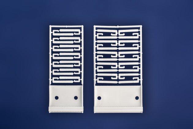 Mechanizm do gazetek wpinanych do segregatora z plastikowymi haczykami mocującymi w dwóch wariantach: 14 oraz 20 wpinek
