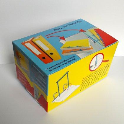 Kartonowe opakowanie wąsów archiwizacyjnych, zawierające 50 sztuk klipsów, opatrzone przykładami i instrukcją ich nakładania